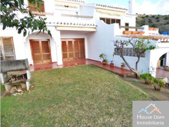 Casa Pareada con jardín privado