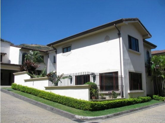HOUSE FOR RENT IN CONDOMINIUM IN JABONCILLOS