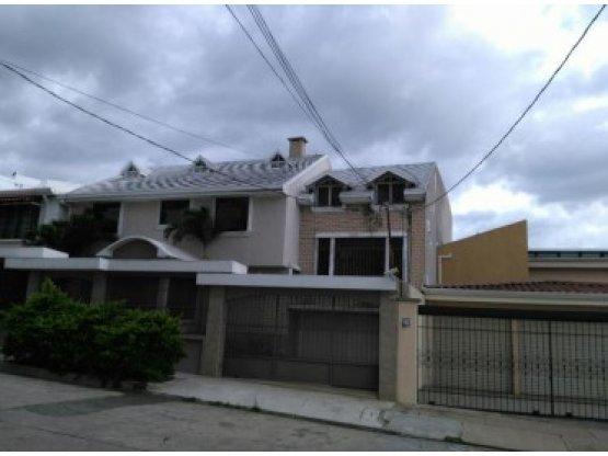 A big housein the heart of Pavas / Nunciatura