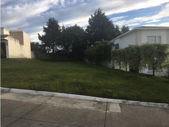 Terreno en La Fontana II, Carr. a El Salvador (D)
