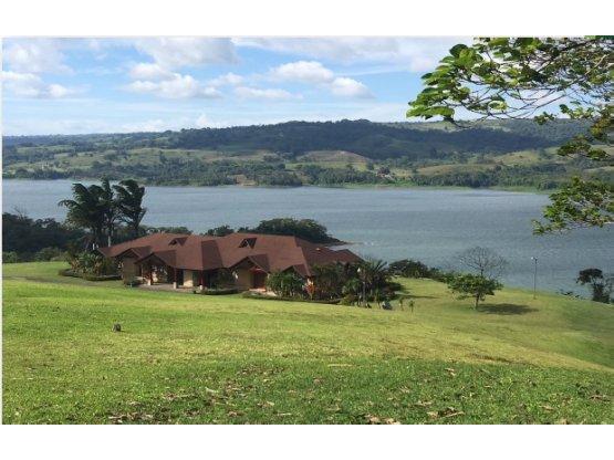 Magnífica finca con vista a Lago y Volcán Arenal