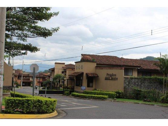 Se Vende Casa en Condominio Prado del Oeste, Pozos