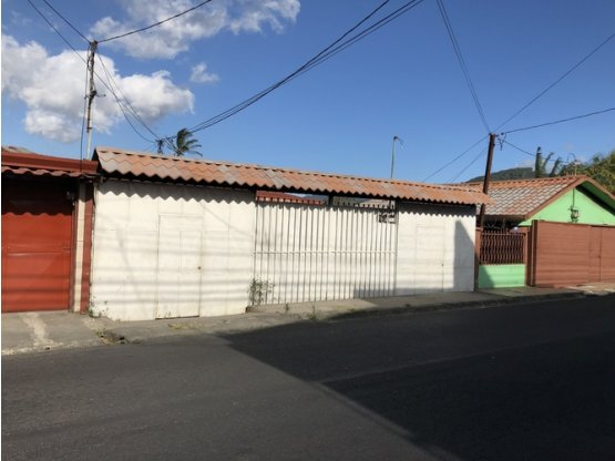 Se vende propiedad en Desamparados.