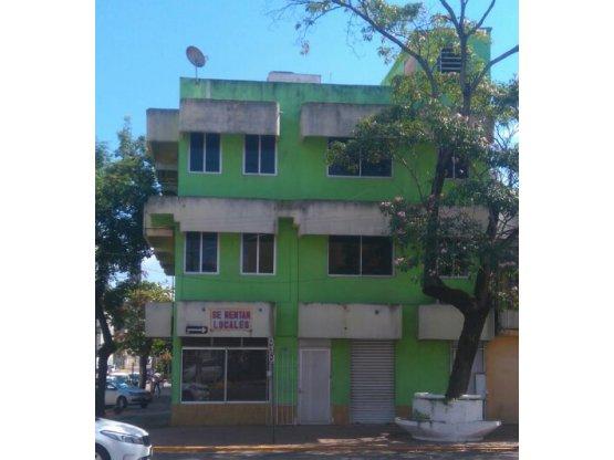 RENTA - Edificio con locales comerciales