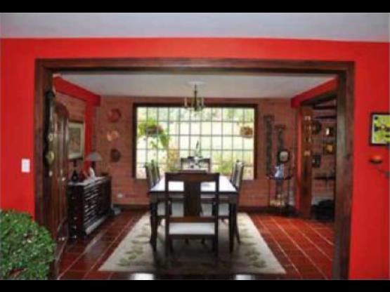 Venta de excelenta casa campestre en Santa Elena