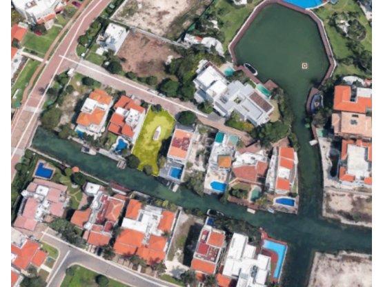 Terreno en Isla Dorada frente a canal en venta