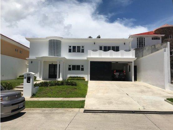 Preciosa casa en alquiler, Vila Verde, Fraijanes