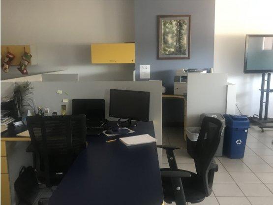 Edificio con más de 40 oficinas/estaciones trabajo