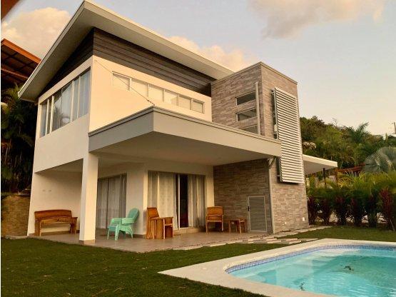 Casa estilo moderna y nueva en residenical