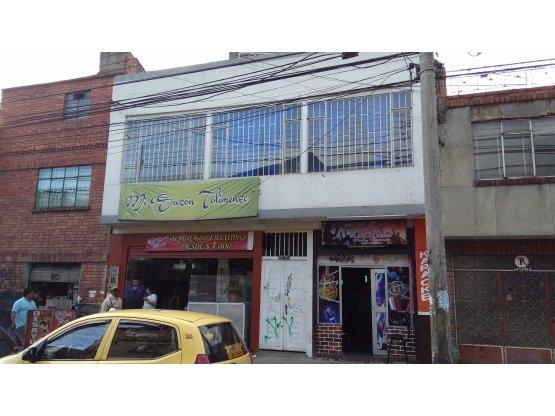 Vendo casa con tres locales (Barrio Restrepo)