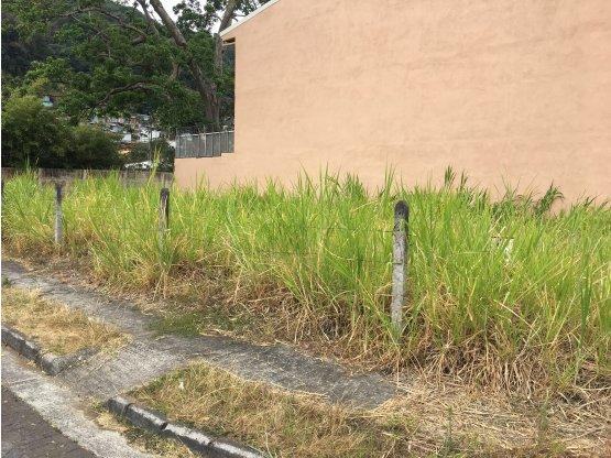 Terreno esquinero en Curridabat, Monte Ayarco
