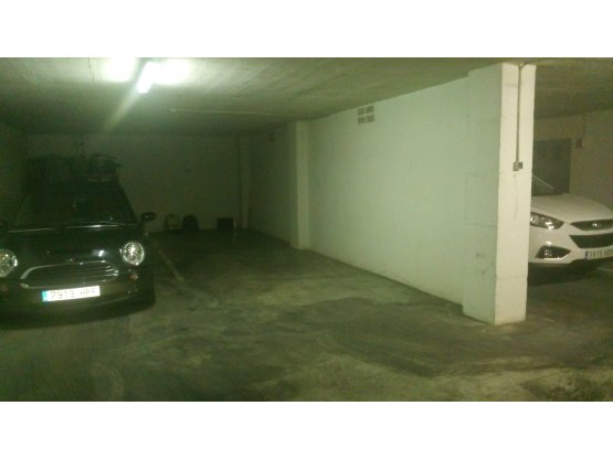 Amplia plaza de Parking en Altea