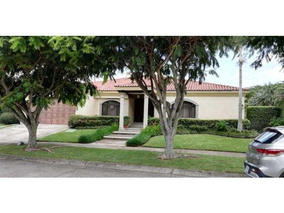 Casa en Santa Ana/ una planta, 826475
