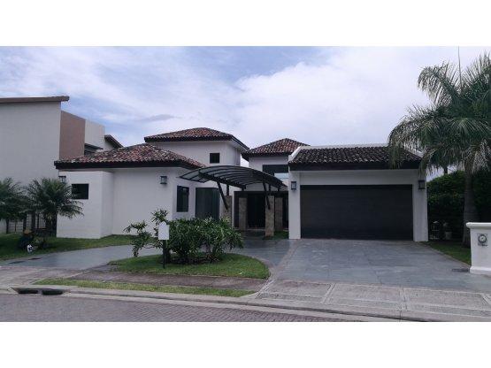 Casa en Santa Ana/amplia.  870749