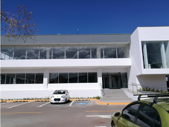 Oficina en oficentro en Pavas.- 1023380
