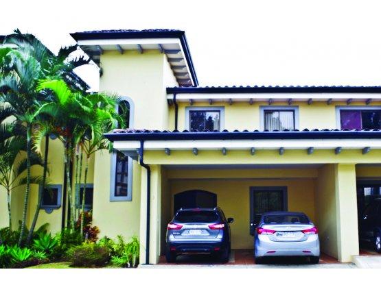 Casa en venta en Escazu.-  794777