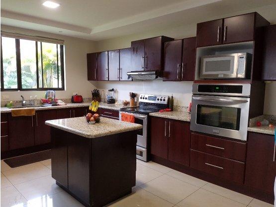 Casa en venta en Curridabat, Guayabos.-  Ref/ 3185