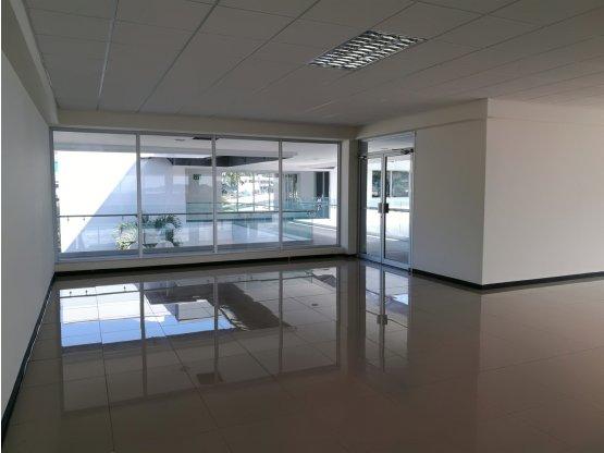Oficina en oficentro en Pavas.- 1012951