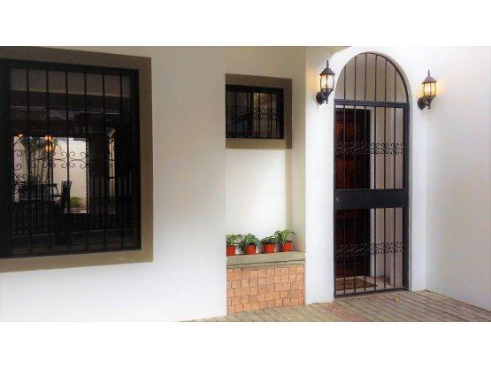 Casa en alquiler en Escazu, Guachipelin.- 741192
