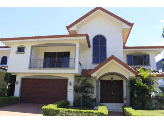 Casa en alquiler en Santa Ana, Lindora. REF/ 3173