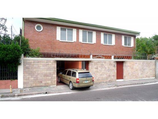 Se vende casa en la Colonia Humuya