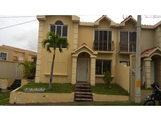 Se vende casa en Residencial Los Hidalgos