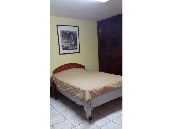 Se alquila apartamento en la colonia Las Colinas