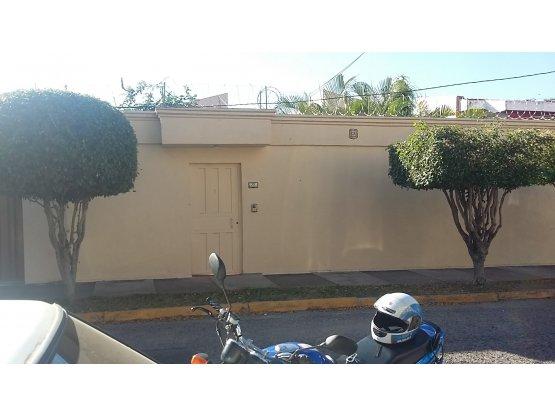 Se alquila o vende casa en Lomas del Guijarro