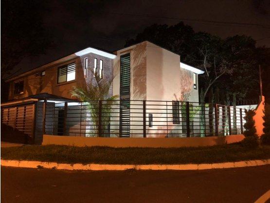 VENTA Casa  NUEVA Zona16 Jardines de San Isidro