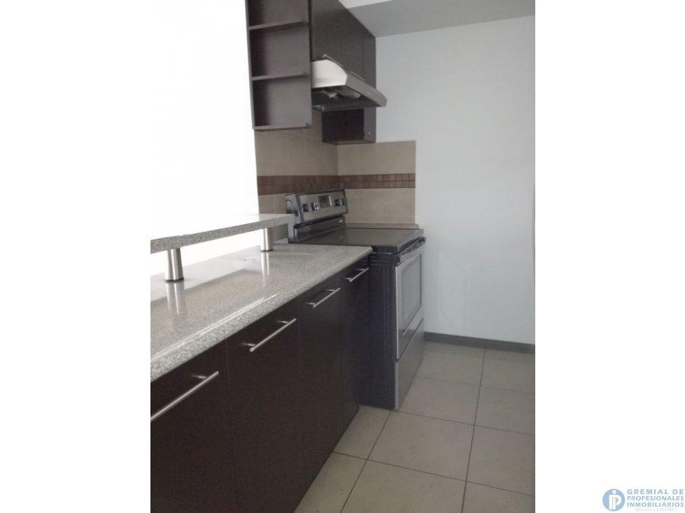Se vende apartamento en zona 13 avenida Hincapié